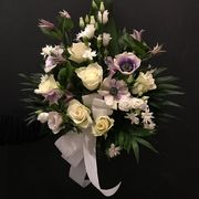 Funeralbouquet in white and pastel seasonalflowers