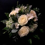 White and green seasonal bouquet-2