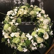 White and green wreath 1