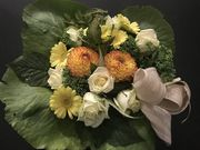 Round white, yellow and green funeralbouquet