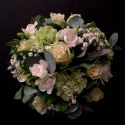 White and green seasonal bouquet-1
