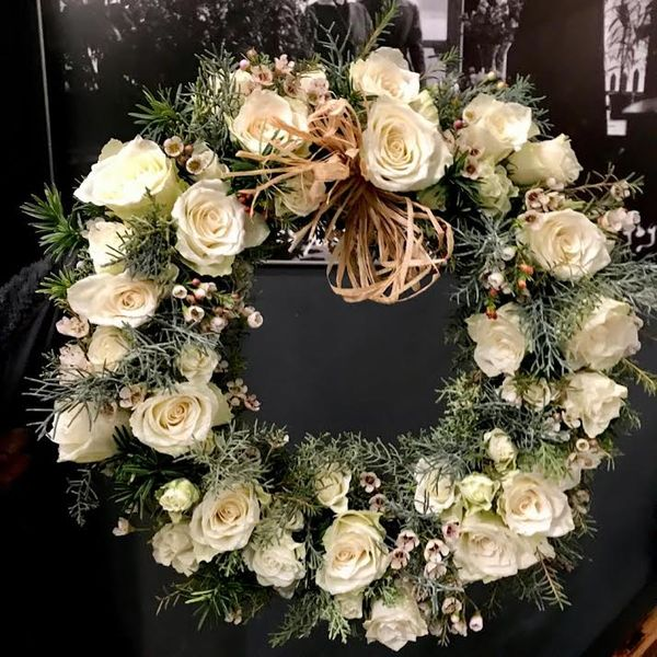 White and grey wreath 1