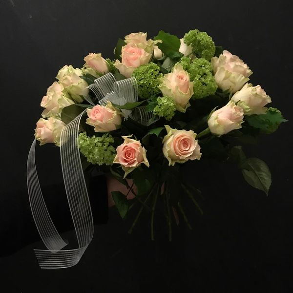 Funeralbouquet of pink roses