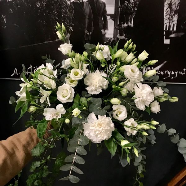 White deluxe bouquet