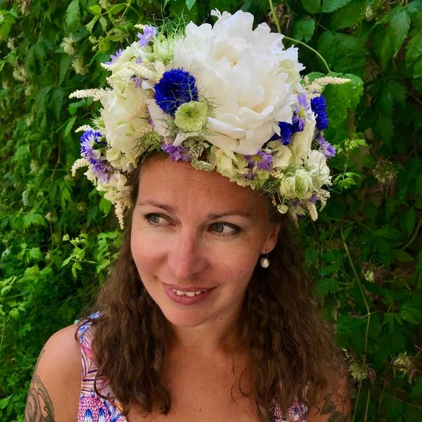 Big headpiece-white and blue