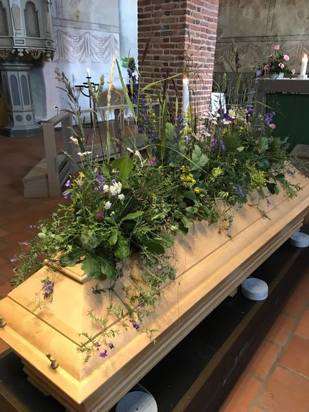 Funeral arrangment for coffin made of natural flowers 2