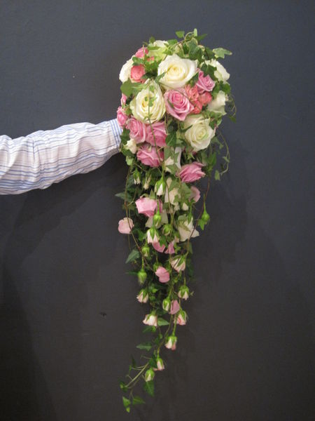 Long hanging weddingbouquet made of roses