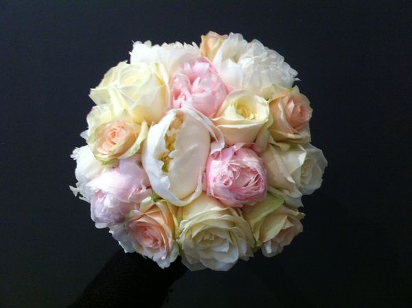 White and pink weddingbouquet made of peonies and roses